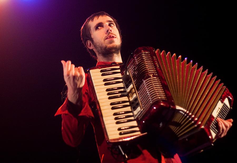 Corentin Coko à l'accordéon (© Antoine Grasset)