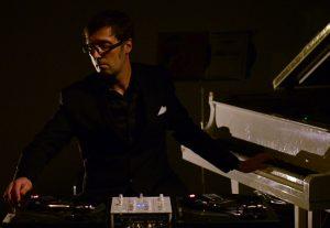 PianoPlatine, exercices de style d'un DJ pianiste (© Louise Rousseau)