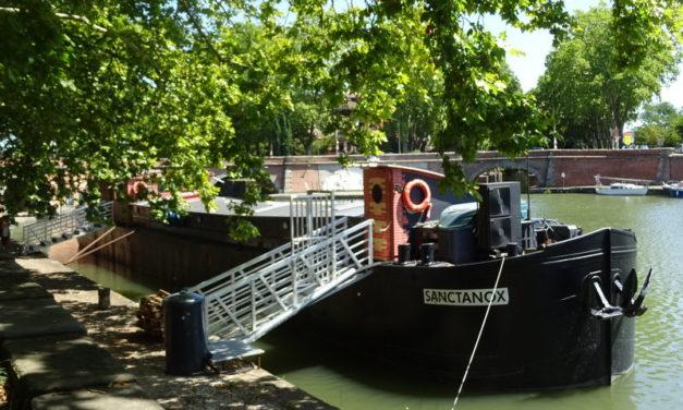 La Maison Nougaro, Sur l'eau verte du canal du Midi