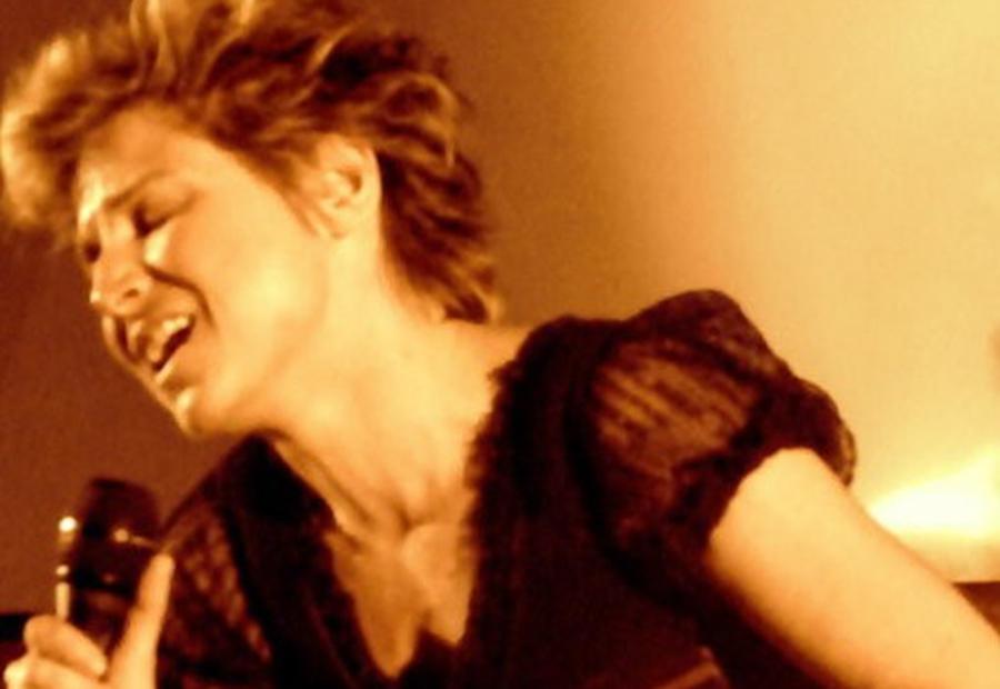 Victoria Lud, chanter pour rester debout