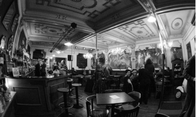 La Grande Famille, café culturel en résistance